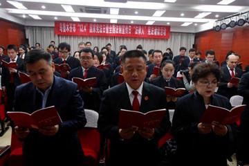 """纪念国家宪法日 乌鲁木齐百名""""法律人""""诵读宪法"""