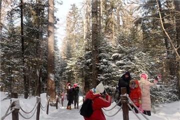 长白山雪景吸引众多游客观光