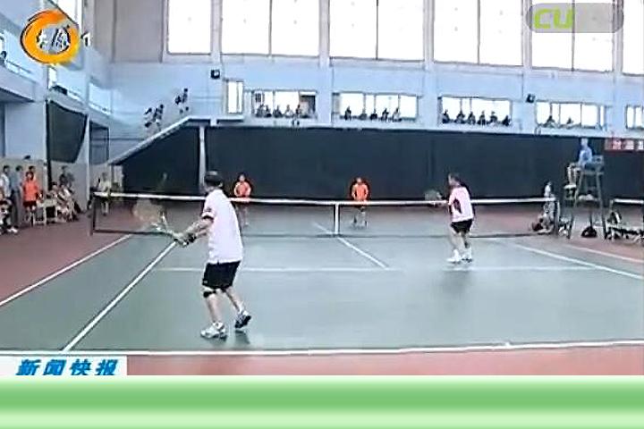 华北地区老年网球赛在并挥拍