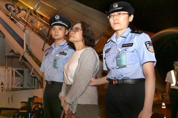 """上海警方劝返外逃十六年美国籍""""红通人员"""""""