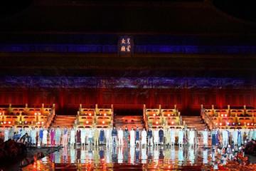 北京时装周开幕 模特太庙秀时尚