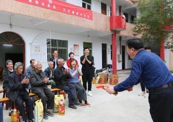 """广东""""红色文艺轻骑兵""""把欢乐送到民众家门口"""