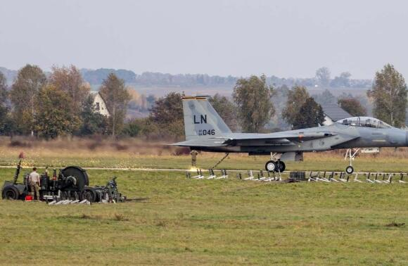 乌克兰一战机坠毁2名飞行员死亡