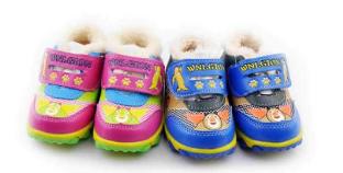 给孩子买鞋只挑大的、贵的?这些误区家长需警惕
