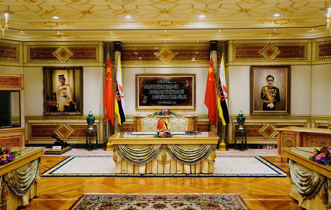 习近平即将同文莱苏丹哈桑纳尔举行会谈并出席签字仪式