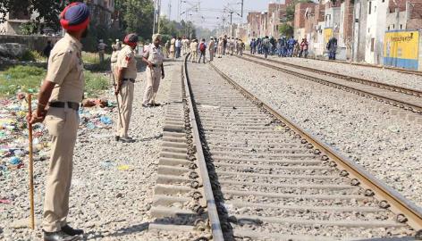 印度铁路部门拟建3000公里围墙阻挡人畜闯入铁轨