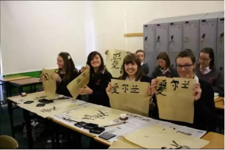 """明年起,汉语正式纳入俄罗斯""""高考"""",光看题目我都要笑出声了!"""