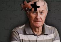 """研究:怪病""""点头症""""与阿尔茨海默症有相似之处"""