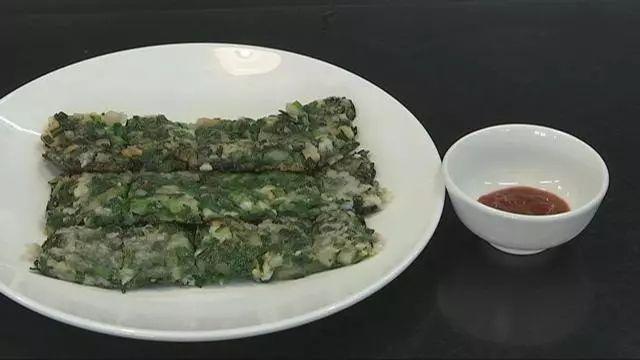 这道特别适合春天的菜你可以学起来:韭菜烙