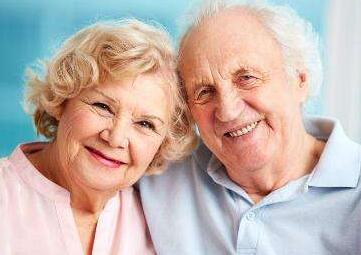 英美人均寿命罕见下降 引发忧虑与反思