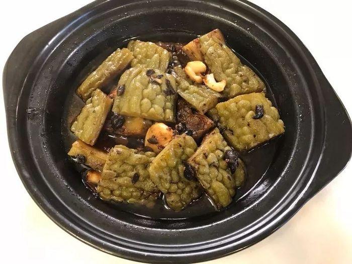 《美食潮》教你烹制:豆豉苦瓜煲
