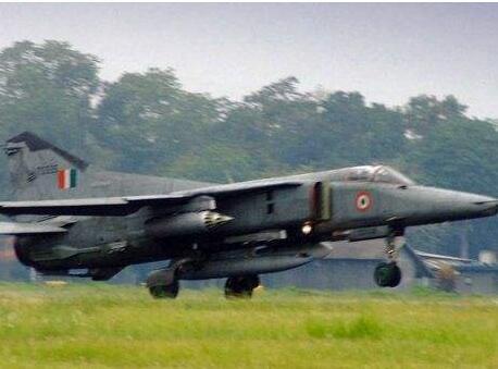 印度空军一架米格-27战斗机坠毁