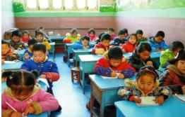 管不了、不敢管 乡村教育还缺一张安静的书桌
