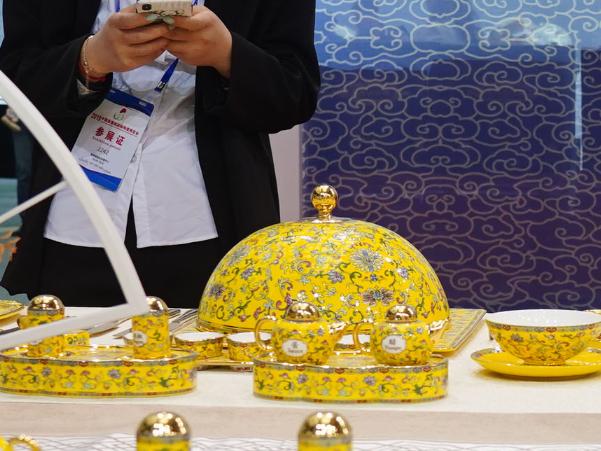 景德镇瓷博会吸引境内外近千家陶瓷企业参展