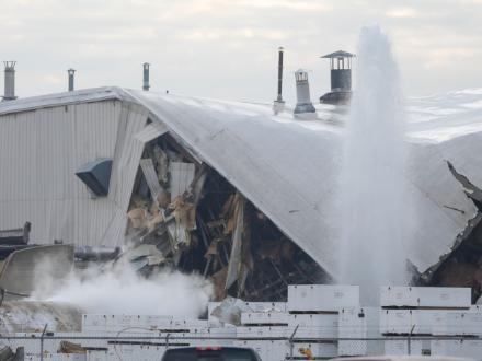 美國中部一飛機制造廠發生爆炸15人受傷