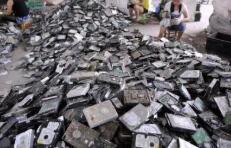"""环保又赚钱 电子垃圾""""炼金术""""受到追捧"""