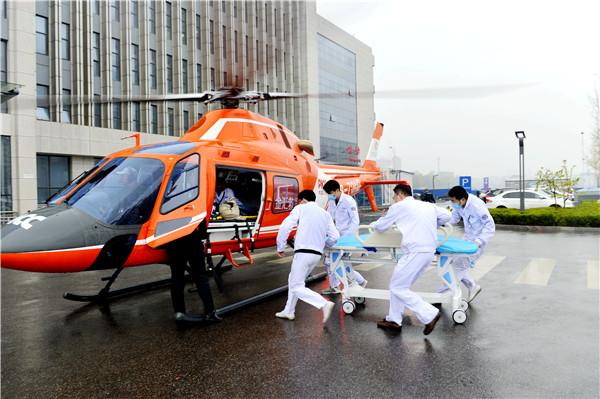 两部门在北京等12省份开展航空医疗救护联合试点
