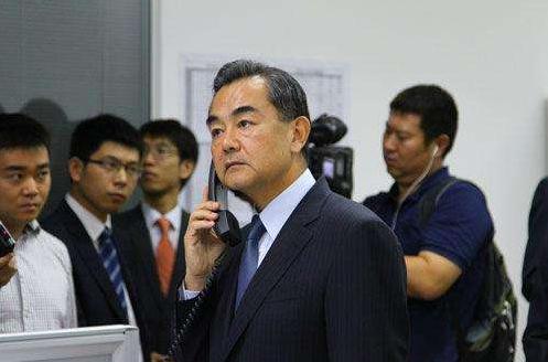 王毅:坚决反对外部势力插手香港事务