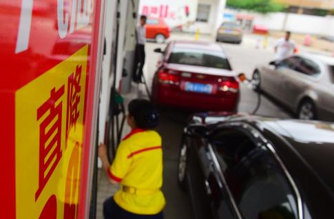 二连跌!国际油价低位宽幅震荡 国内成品油价下调