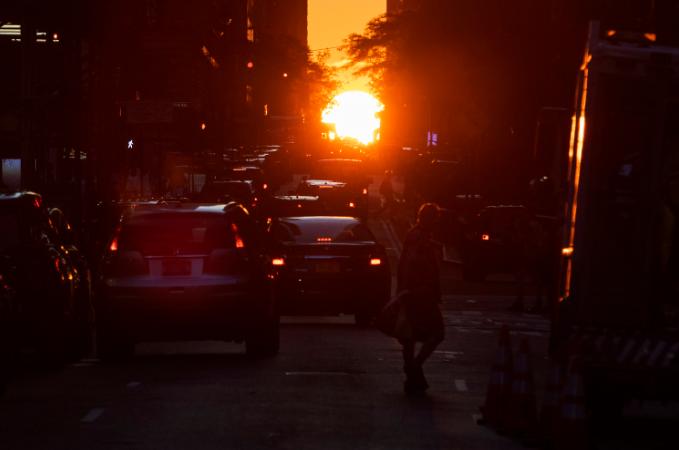 """纽约迎来""""曼哈顿悬日"""""""
