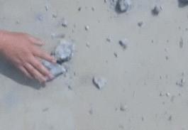 河南一学校水泥一捏就碎 劣质水泥来自哪?都去了哪?
