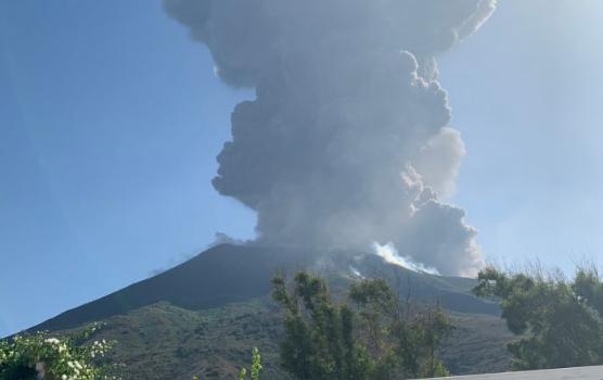 圖集:意大利斯特龍博利火山噴發致一死一傷