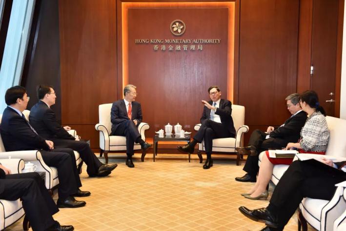 李晓鹏会见香港证监会主席何韵诗照片雷添良、香港金管局总裁陈德霖