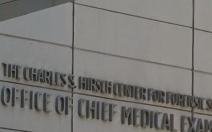 """不满法医判定""""自杀"""",爱泼斯坦律师团队要重新调查"""