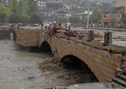 武警官兵紧急驰援四川汶川山洪泥石流救援
