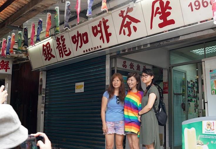 """特写:""""你的坚持,我们永远支持!""""——撑警茶餐厅女老板感动香港人"""