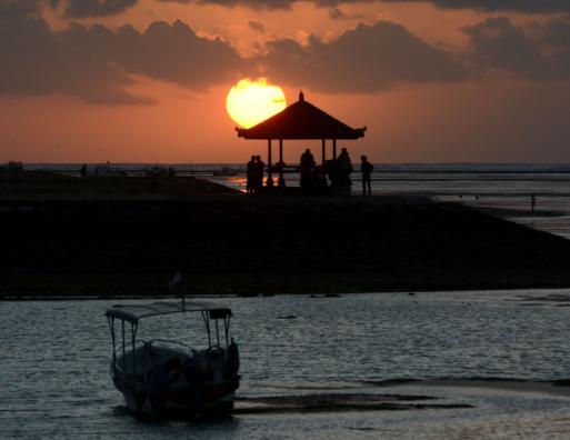 """巴厘岛叫停""""恶魔眼泪""""观光 中国游客暂勿前往"""