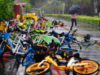"""共享单车""""降温"""",公共自行车能""""复活""""吗?"""
