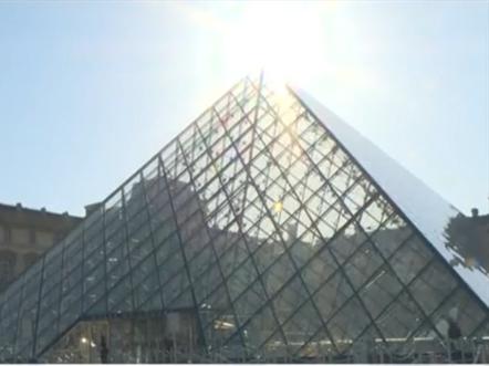巴黎卢浮宫重新对外开放 参观者必须佩戴口罩