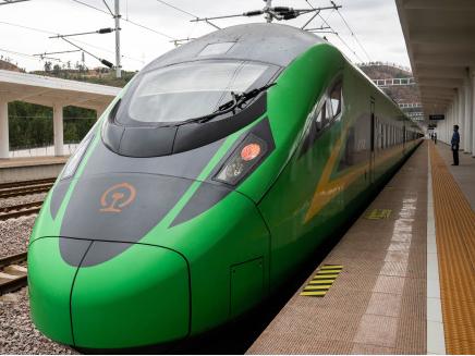 上半年全国铁路发送旅客8.18亿人次 同比下降53.9%