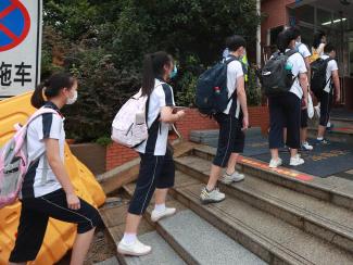 两部门:低风险地区中小学校园内学生无需佩戴口罩