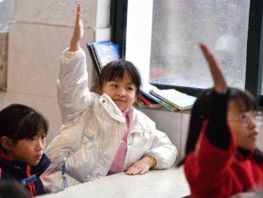 教育部:课后服务结束时间原则上不早于当地普遍的正常下班时间后半小时