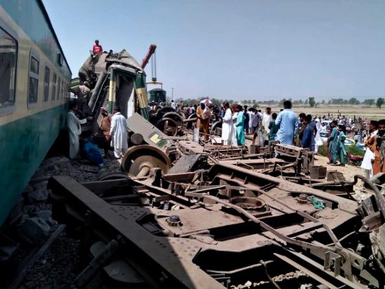 巴基斯坦兩列列車相撞 已致36死70傷